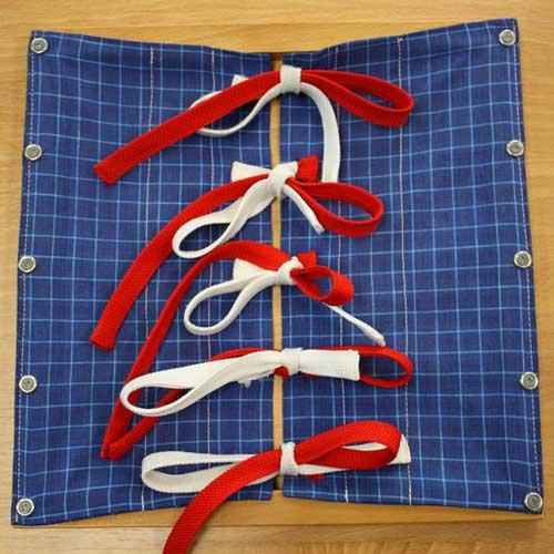 Cadre Montessori pour apprendre à faire des noeuds