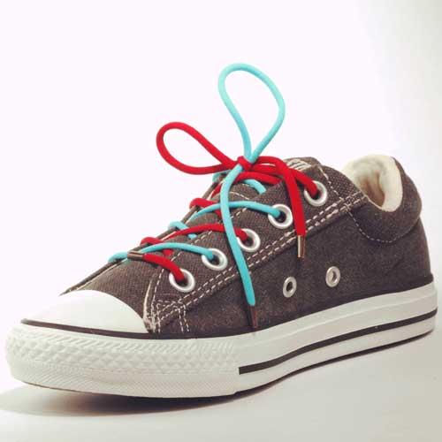 Lacets bicolores pour apprendre à faire ses lacets de chaussure