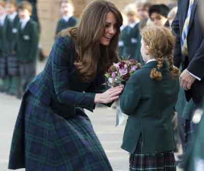Kate Middleton en manteau écossais
