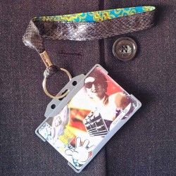 Dragonne porte carte / badge cuir Boa Batik gris