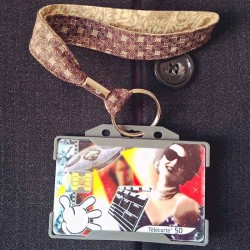 Dragonne porte carte / badge Rétro beige et marron