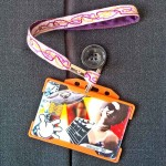 Dragonne porte carte / badge Zigzag violet