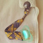 Attache-sucette Écossais jaune