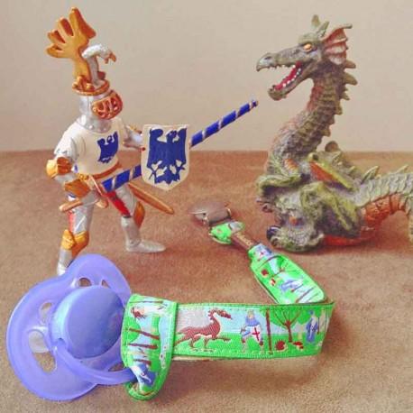 attache-tetine-chevalier-dragon