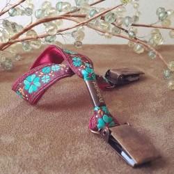 Attache-doudou/serviette fleurs turquoise