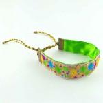 Bracelet ruban fleurs vert et violet