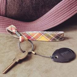 Dragonne porte-clefs Écossais beige
